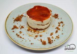 Tarta de queso y chocolate blanco con mermelada de mirabel